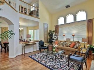 COZY, CLEAN AND SPACIOUS 5 BEDROOM, 3 BATHROOM 2-STORY TUSCANY STYLE HOME, Sunnyvale