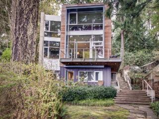 Modern waterfront home w/ luxury interior & beach access!, Bainbridge Island