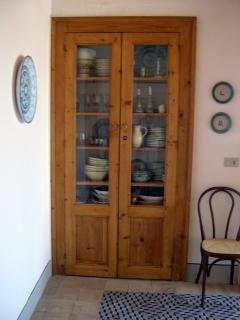 'Vetrina' cupboard in dining room
