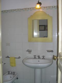Bath of master bedroom with toilet, bidet, tub/shower