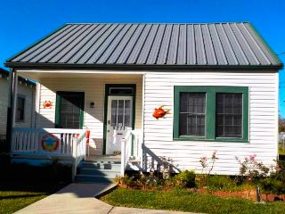 Houma Port House - green, organic, non-toxic