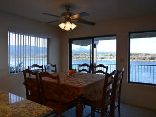 RIVERFRONT - 2 Entertaining levels - private dock, Bullhead City