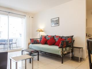 Sunny 2 bedroom apartment with balcony in the Muscians' Quarter of Nice, Niza