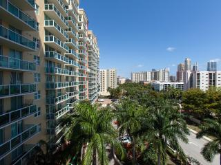 Sunny Isles Standard and cozy apart 2 bedrooms