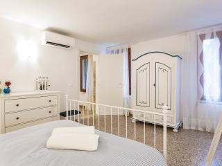 New, Central and elegant 4 beds apartment, Venedig