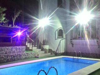 "Luxury Spanish Retreat ""Villa Nawras"""