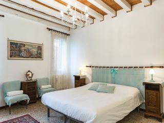 Spacious flat near San Marco and Biennale, Venetië