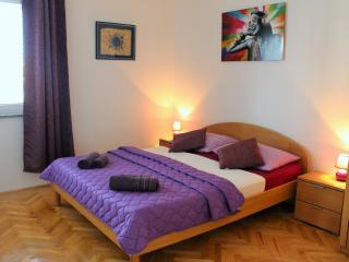 Charming room for 2@Novalja center,AirConWiFi free