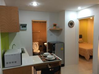 Cozy stay near Kathu Golf w/wifi, gym, pool 243