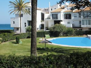 Apartment 30 metres from the beach, Wi-Fi, a/c, Estepona