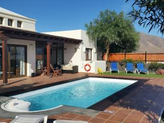 Luxury Villa Heater pool 4 rooms & wifi