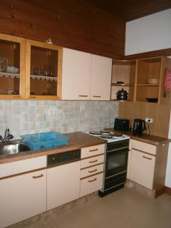 Fitted Kitchen fitted with Dishwasher, Fridge, Mircowave and full Oven - Family Appt 4
