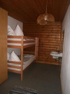 Childrens Bedroom with Bunkbeds and washbasin - Family Appt 4