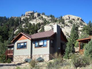 Updated Vintage Cabin with Spectacular Views, Rocks, and Hot Tub!