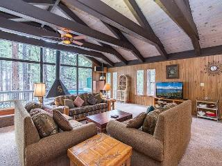 Classic Charm in South Lake Tahoe – Views of the Heavenly Mountain Slopes!