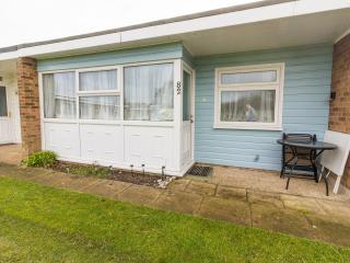 Ref 12082 Beach Road Chalet  - 2 bed in Scratby dog friendly close to the beach.