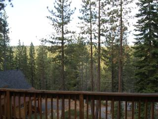 Serene High Hillside Custom Home-3BD/2.5BA, Truckee