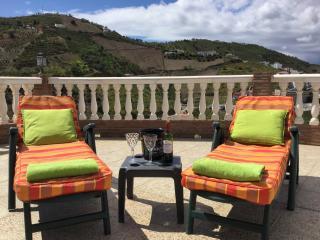 Stunning Mountain Views, Sleeps 6 at Casa Torreta.