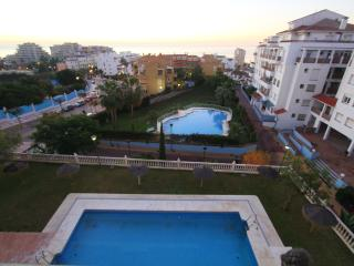 FULLY EQUIPPED SPACIOUS PRETTY APPT WITH POOL/, Benalmádena