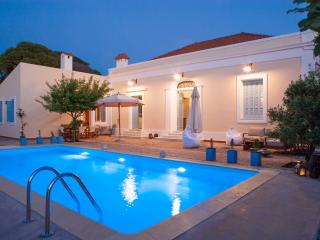 Villa Pyrgo with Swimming Pool, close to the beach, La ciudad de Rodas