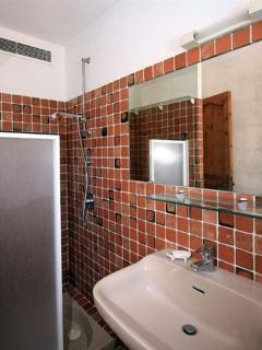 Salle de douche de la Chambre N°2 avec WC et douche