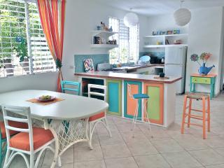 Charming Villa Sunlight  - spacious 2 bedroom apartment near Dover Beach