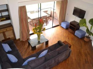 mt401-Top Floor Large 2 bedroom by LLeras, Poblado, Medellin