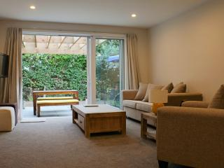Your Home Away From Home in Castor Bay, Auckland Central