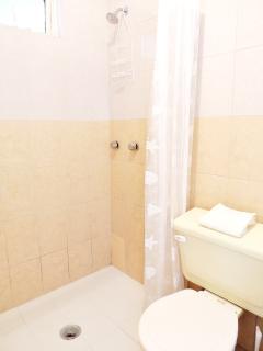 et sa salle de bain privée, pour plus d'intimité.