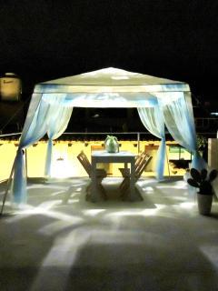 De nuit, la terrasse devient un conte des 1001 nuits