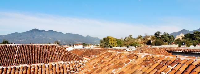 Sa vue à 360° sur toute la ville... en face, c'est le volcan d'eau 'Huitepec'