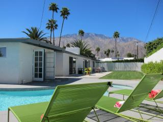 Mid Century Modern Pool Home Close to Downtown, Palm Springs