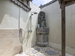 Rumah Asri - traditional villa in Umalas sleeps 6, Seminyak