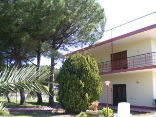 Trilocale in villa Medi a 100 m dal mare