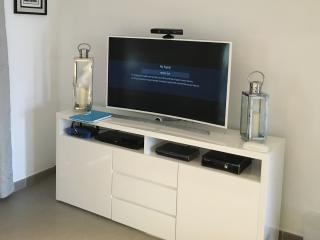 50' Curved UHD TV, with Full UK TV Package, X Box, Blu Ray Player & Hi Speed Wifi