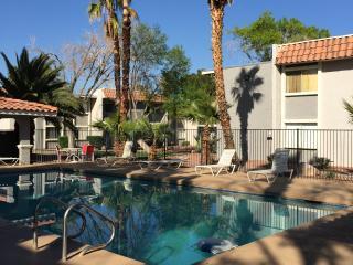 Cozy 2 Bedrorom 2 Bath 1 mile to Strip next to RIO, Las Vegas