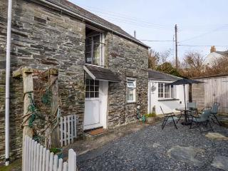 BARN COTTAGE sea views, character cottage, pet-friendly, enclosed garden, Tintagel Ref 930674