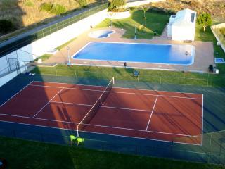 Vila Panteão, T2 , Salt Water Pool, Tennis, WiFi, A/C, Cable TV