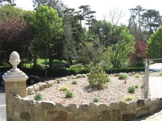 Situated opposite Ventnor Park, pretty outlook.