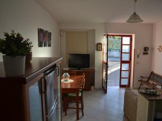 Casa Lilly,bella ariosa con giardino e wifi, Santa Maria di Castellabate