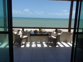 Duplex apartment 'right on the beach', Cumbuco
