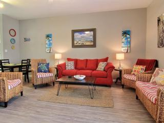Roomy living area - Large TV on wall, Time Warner Cable, internet, wireless. Xtra seating for eating