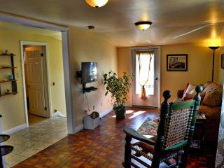 Niagara Beach Town Apartment, Port Colborne