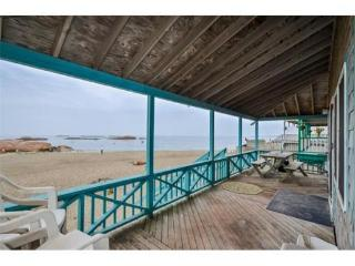 Beach Cottage -  Sleeps 10, Scituate