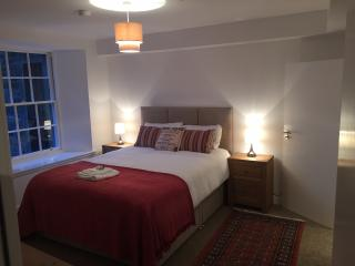 Ensuite Bedroom with King Bed at City Centre, Dundee