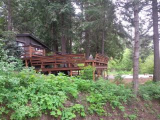 This Pet- Friendly, Cedar Forest Retreat, Sagle