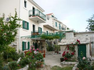 Holiday house DEA, amazing SIEW, terrace, AC,grill, Podgora