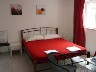 Charming flat in the center for 5 people, Novalja