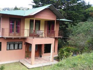 Hermoza casa en monte verde( 2° piso disponible), Puntarenas