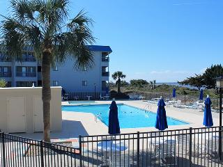 Savannah Beach & Racquet Club Condos - Unit B318 - Water View - Swimming Pool - Tennis - FREE Wi-Fi, Tybee Island